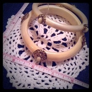 💮4 for $10💮 Cream Bangles with gold accents